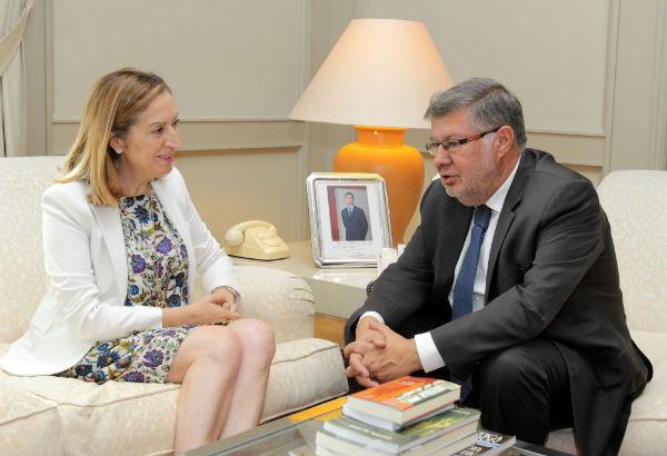 La ministra de Fomento, Ana Pastor, y el secretario de Estado de Transportes de Francia, Alain Vidalies